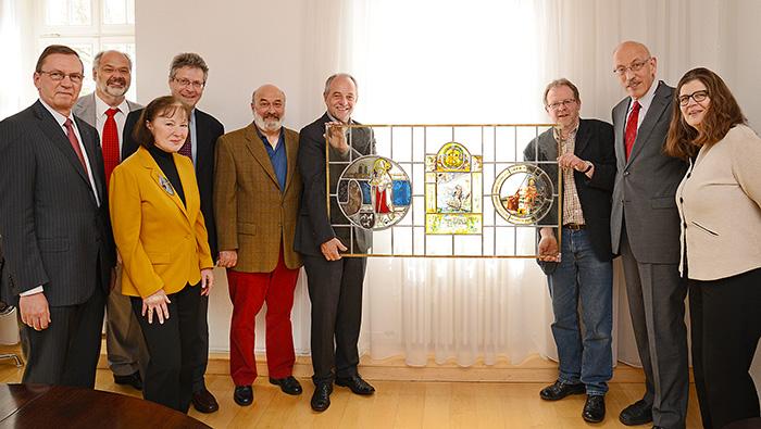 Spendenübergabe Förderverein Stadtbibliothek Weberbach für Restaurierungsarbeiten im Foyer