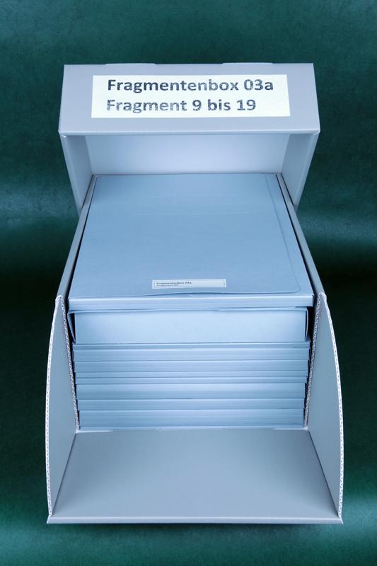 Blick in die neue Fragmentebox. Jedes Fragment besitzt eine eigene alterungsbeständige Mappe.